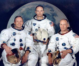 Foto dell'equipaggio della Apollo 11. Da sinistra a destra: Armstrong, Michael Collins, e Buzz Aldrin